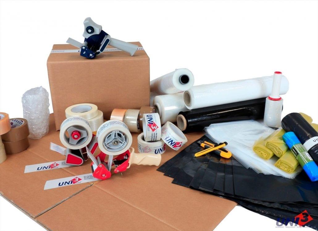 Immagine che mostra la categoria di prodotti per l'imballaggio. Nastro adesivo stampato, film estensibile, cartoni, scatoloni, sacchi e bolle d'aria. Uni3 servizi, fornitori di detergenti, imballaggio, antinfortunistica, abbigliamento professionale e articoli in carta.